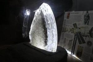 Cristal perteneciente a la cúpula del observatorio de la estación espacial Salyut 7
